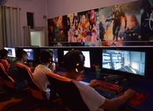 Màn hình lớn tỉ lệ 21:9 đang trở thành tiêu chuẩn của các quán net xịn tại Việt Nam