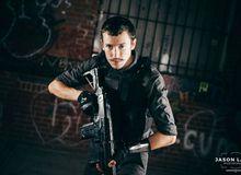 Đem súng đi xem Suicide Squad, thanh niên mê cosplay bị bắt trong một nốt nhạc