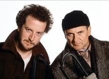 """Cười rụng rốn với hai tên trộm ngáo ngơ trong """"Ở Nhà Một Mình"""" bất ngờ xuất hiện trong Hitman"""