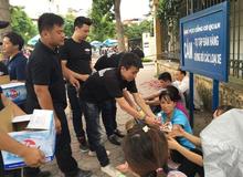 Game thủ Truy Kích tặng hàng nghìn chai nước tới phụ huynh và thí sinh đại học