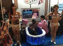 """Hàng trăm thanh niên Nhật phấn khích tột độ với trò chơi """"Tắm Cùng Hot Girl"""""""