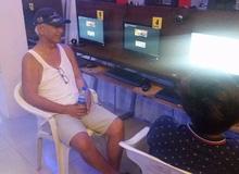 Cảm động câu chuyện ông già hơn 60 tuổi thích chơi game online: Vợ con đều chết hết, chơi game là niềm vui duy nhất