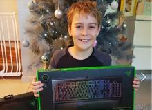 """Ấm lòng: Bị ăn trộm mất quà Giáng Sinh, cậu bé 12 tuổi được chính sếp sòng Razer """"đền"""" cả bộ gear khủng"""
