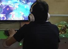 Cạn lời với nam game thủ Việt xách cả nải chuối vào quán net chống đói