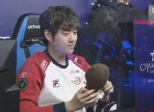Sau khi SKT T1 để thua Marin, Bang đã phải 'cạo râu' mới có thể rửa sạch nỗi buồn đó