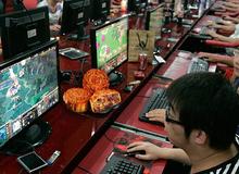 Có nên ăn bánh Trung Thu khi đang chơi game?