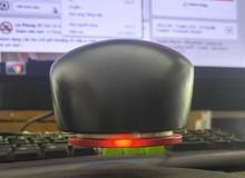 Hài hước chủ quán net chế hẳn chuột máy tính biết bay vì sợ... mòn đít