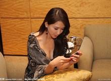 Cư dân mạng phát sốt với hình ảnh khoe ngực của Lâm Chí Linh khi chơi game