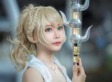 Cosplay nàng công chúa Lunafreya bạc mệnh trong Final Fantasy XV