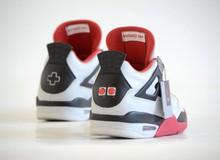 Choáng với đôi giày phong cách game 4 nút có giá lên đến 30 triệu đồng