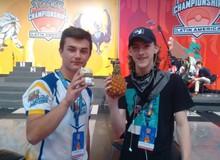 Game thủ Pokemon đem theo một quả dứa để cầu may, cuối cùng vô địch luôn giải đấu