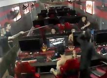 Kinh hoàng vụ hành hung dã man trong quán net, khách hàng chạy rẽ đất