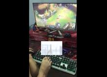 Bá đạo game thủ Việt dùng chân quẩy LMHT siêu đẳng