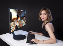 """Cùng Chim Sẻ Đi Nắng và MisThy """"bóc tem"""" siêu màn hình chơi game Samsung CFG70"""