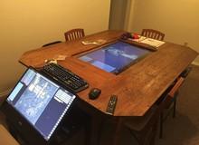 Tròn mắt với chiếc bàn chơi game cấu hình cực khủng, có hẳn hai màn hình 4K cảm ứng!