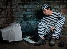 Khó tin: Tù nhân tự lắp đặt được máy tính bí mật trong trại giam, dùng để chat chit và chơi game