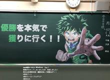 Cô giáo nhà người ta: Khuyến khích học sinh chăm chỉ bằng cách... vẽ Manga lên bảng phấn