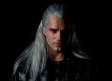 """Đố bạn nhận ra đây là """"Superman"""" Henry Cavill nuôi tóc bạc trắng, làm anh hùng giết quái vật!"""