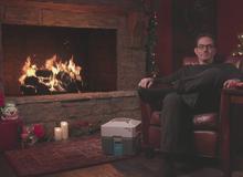 Lại ngồi im trước lò sưởi và stream, cha đẻ của Overwatch kiếm được gần triệu lượt xem trong đêm Giáng Sinh