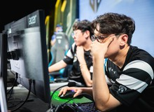 """LMHT: Thoát kiếp """"Sắt Đoàn"""", CoreJJ đánh giá leo rank ở máy chủ Bắc Mĩ còn khó hơn cả rank Hàn"""