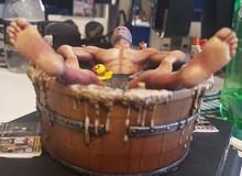 Ngã ngửa với tượng game dị nhất trần đời: Nhân vật đang... tắm trong chậu