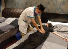 Thấy Uzi chấn thương, Snake Esports mời cả chuyên gia trị liệu về để chăm sóc sức khỏe cho Sofm và đồng đội