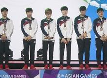 """Tiếp tục để thua Trung Quốc tại Asian Games 2018, các tuyển thủ LMHT Hàn Quốc chỉ nói """"Tôi xin lỗi"""" khi lên sân khấu nhận huy chương"""