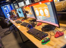Đột nhập Virus E-sport Stadium – Cybergame tại thành Vinh sở hữu công nghệ siêu khủng không cần đặt máy tính dưới gầm bàn