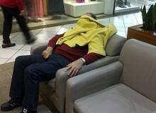 [Vui] Thảm cảnh của những ông chồng khốn khổ khi đi mua sắm với vợ