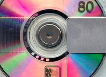 Đã là 2019 rồi nhưng người Nhật vẫn thích dùng loại đĩa lưu trữ từ thập niên 90
