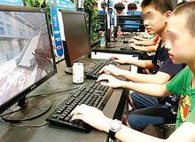 Nóng giận khi chơi game online, cậu nhóc 15 tuổi dùng dao đe dọa mẹ ruột