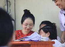 Bị chụp lén, cô giáo thực tập với 'gương mặt baby như học sinh' bất ngờ nổi như cồn