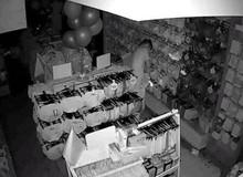 Tên biến thái trộm hơn 200 bộ nội y để dành mặc mỗi khi rảnh rỗi