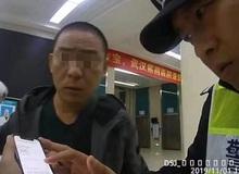 Người đàn ông hớt hải đi nối ngón tay bị đứt, đến bệnh viện mới biết đã bỏ quên trên taxi