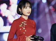 LMHT - MC Minh Nghi lại được báo chí Trung Quốc ca ngợi: 'Cô nàng trông thật gợi cảm và dễ thương với mái tóc ngắn'