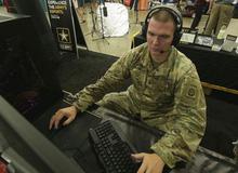 Chơi như quân đội Mỹ: Tập trên thao trường chưa đủ còn làm hẳn team eSports cày PUBG, LMHT luyện chiến thuật
