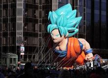 """Son Goku """"siêu to khổng lồ"""" tiếp tục xuất hiện trong ngày lễ tạ ơn tại Mỹ"""