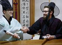 Faker rủ phiên bản phương Tây của mình diện Hanbok đón năm mới sớm
