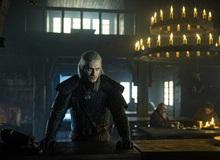 Henry Cavill đô con đến nỗi mặc không vừa trang phục trong The Witcher, cứ quay phim một lúc là lại rách