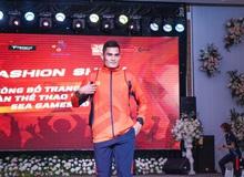 Hot boy Điền kinh Quách Công Lịch toả sáng trong trang phục Sea Games 30