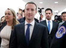 Những mảng tối tại Facebook, nhân viên vô tư 'yêu' ngay tại văn phòng