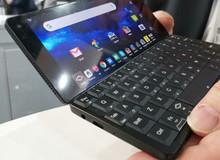 Đây là chiếc smartphone lai laptop, đút được vào túi quần