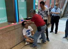 Spoil Endgame ngoài cổng rạp chiếu phim, một thanh niên Hong Kong bị đấm không trượt phát nào