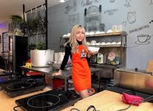 Tiếp bước đàn anh, quán ăn Bánh Canh của nữ streamer xinh đẹp Uyên Pu đã chính thức mở cửa