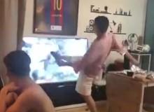 """Chết cười thanh niên đạp hỏng TV """"chục củ"""" chỉ vì Barca để Liverpool lật kèo"""