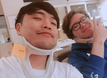 LMHT: Gặp tai nạn giao thông kinh hoàng, Impact vẫn tươi cười selfie trong bệnh viện cùng 'thủ phạm'