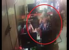Khó đỡ thanh niên mượn điện thoại của cô gái trong quán net gọi nhờ một cuộc rồi 'mất tích' luôn