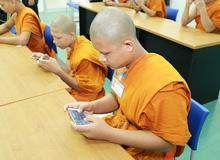 Bá đạo như các nhà sư trẻ Thái Lan, không những tham gia mà còn vô địch luôn cả giải thể thao điện tử