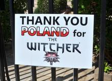 Nhờ chơi The Witcher 3, game thủ chiến thắng bệnh ung thư và treo biển cảm ơn trước đại sứ quán Ba Lan