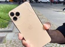 Trang bị 'kính bảo vệ bền nhất thế giới', iPhone 11 Pro vẫn vỡ tan nát khi thả rơi từ độ cao chỉ... 1m